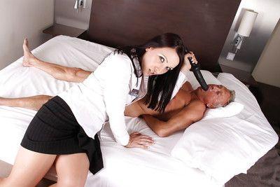 Euro Milf Ashley Murky toying cum-hole and face sitting on grandpa