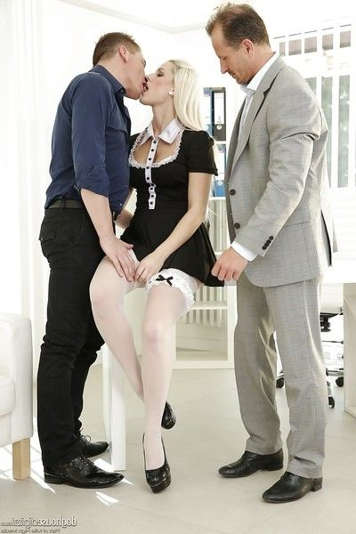 Tall blond queen Blanche Bradburry getting DP in MMF Male+Male+Female