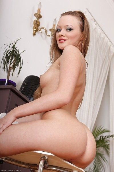 Foxy princess Lili Lamour voluptuous off her bikini and playing with her rectal tool