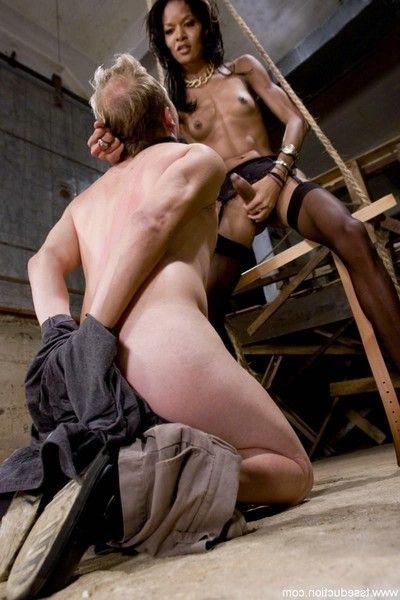 Female-dom soleli fuckes her submissive slut and cums in his face