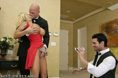 Appealing MILF with enormous meatballs Holly Halston has her rosebud drilled severe