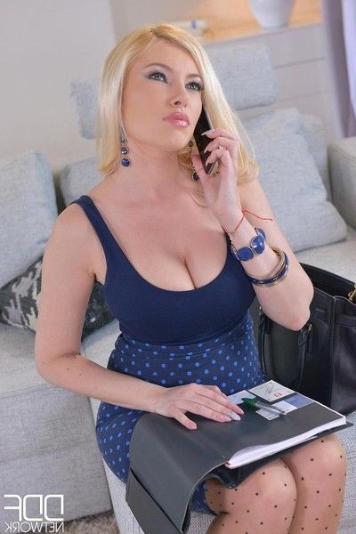 Curvy blond in tough deed