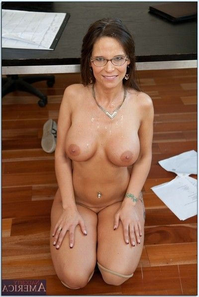 Lusty MILF daddy with glasses Syren De Mer sleeps with in live porn.