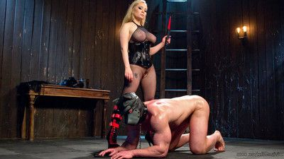 Aiden takes intact advantage of her damp meat, riding him around get pleasure an animal!