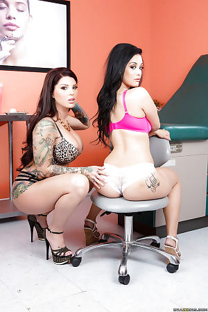 Darling Danika and Katrina Jade are fingering each others pussies