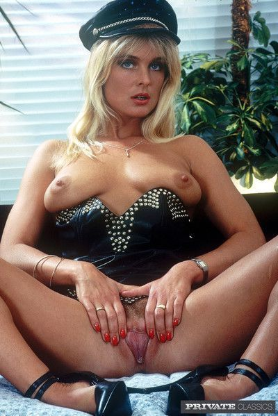 Retro porno pictures with two hotties