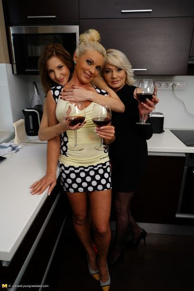3 old and young lesbian chicks make out