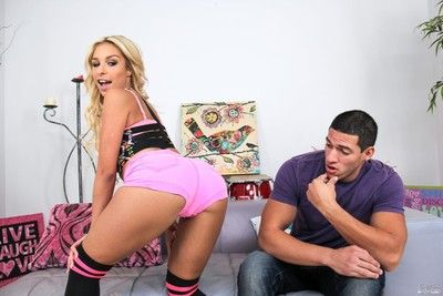Carmen caliente gets fucked and takes facial