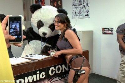 Komic kon slut gets dicked down in elevator - big tits!