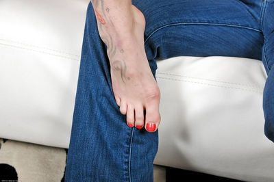 First timer Beryl has her barefeet played with before riding cock