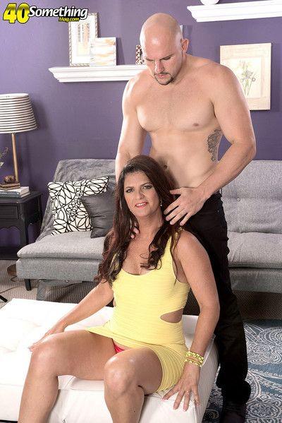 Hot milf alyssa lynn pounding her wet pussy hard
