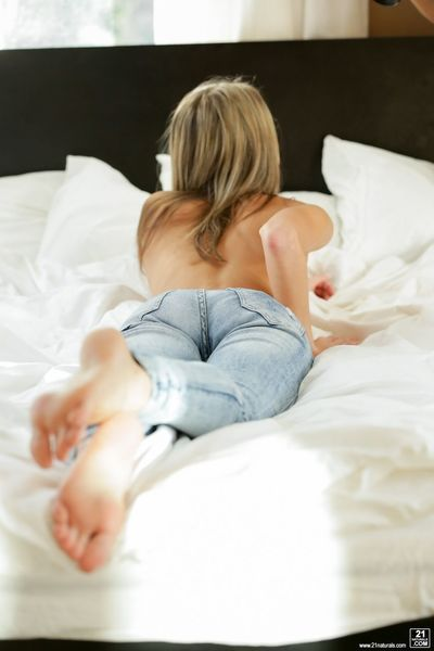 Topless beauty Doris Ivy removes blue jeans before doing hard anal sex