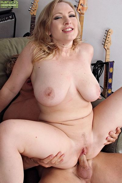 Curvy mature temptress deepthroats and fucks a stiff meaty pole