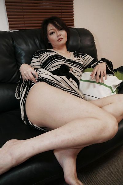 Close ups of Asian MILF Mika Aoto getting totally naked and spreading