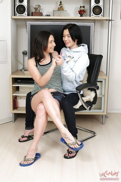 Good lesbian teen Netta is sticking fingers into lovely Olena