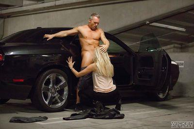 MILF pornstar Jessica Drake giving bj before hardcore sex and cumshot
