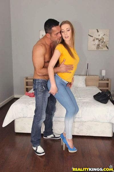 Naughty amateur Alexis Crystal gets booped and properly shagged