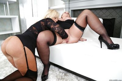 Chubby blondes Naughty Alysha and Dee Siren fisting each others pussy