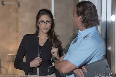 Nerdy brunette Anna Morna seducing sex from security guard in glasses