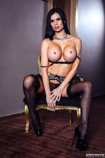 Busty beauty jasmine jae gets finished off private style