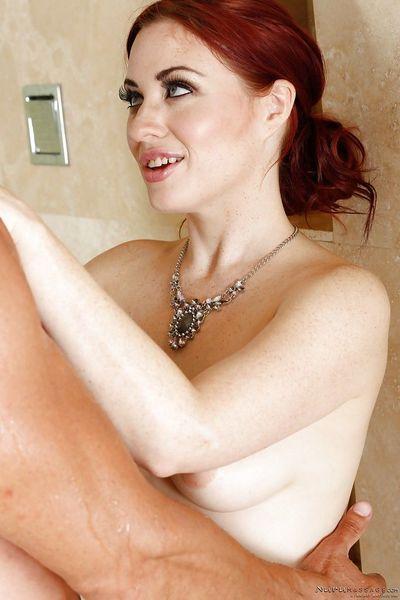 Big tits milf Jessica Ryan enjoys a relaxing massage from her masseur