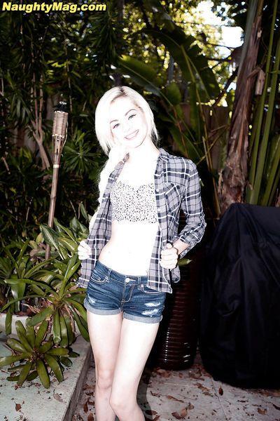 Amateur blonde teen Elsa Jean baring nice ass in outdoor solo girl spread