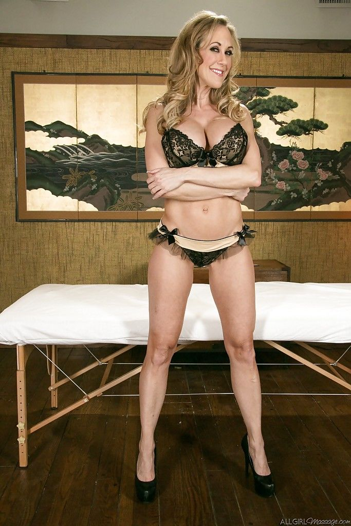 Milf babe Brandi Love gets ready for massage in her high heels