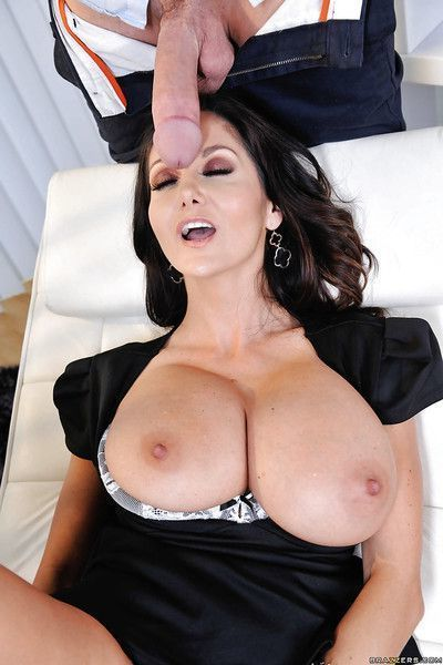 Big breasted MILF Ava Addams blows a huge dick and takes cumshot on tits