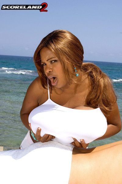 Busty black girl miosotis fucked on beach