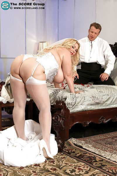 Sexy bbw in white stockings and corset sucking and mounting erected shaft