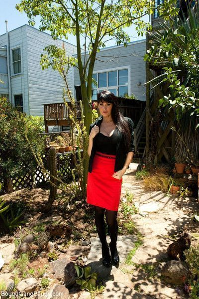 In this fantasy role play feature, eva is in a rush to get to work and absentmin