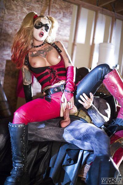 Cosplay pornstar Kleio Valentien taking a cumshot in mouth from Batman