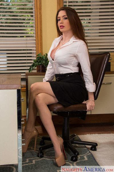 Veronica vain bangs her boss on her last day