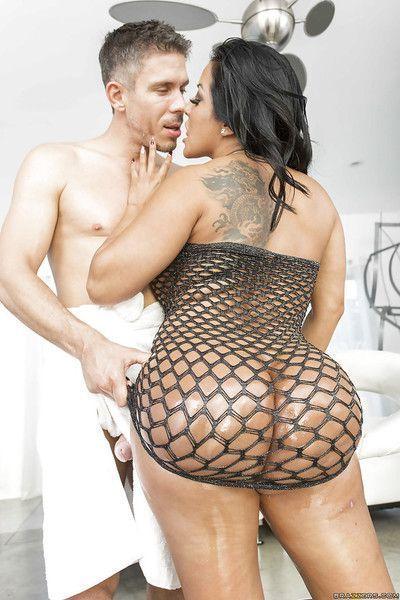 Amazing oiled ass of slutty Latina Kiara Mia gets dick in anal