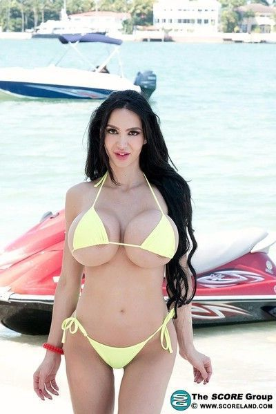 Amy anderssen in bikini