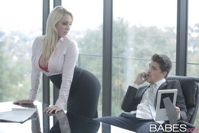 Victoria summers seduces her boss with her exquisite curves