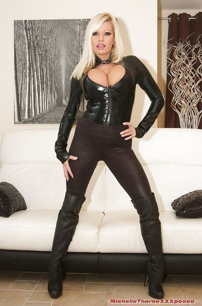 Superb blondie Michelle Thorne is posing in her tight latex outfit