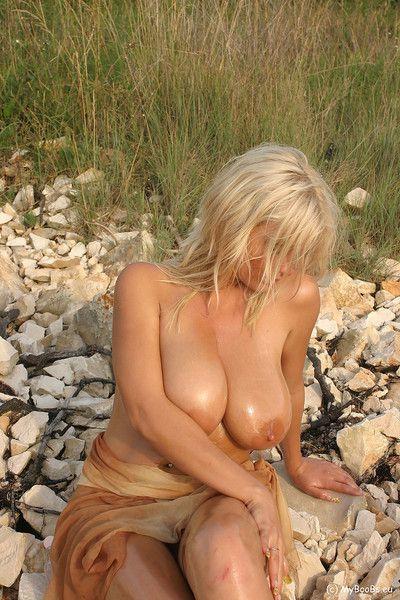 Ines oiled on the beach