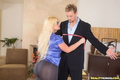 Curvy slut Julie Cash enjoys CFNM fucking ending up with a facial cumshot