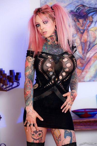 Sydnee vicious peels off her sexy black dress and spreads