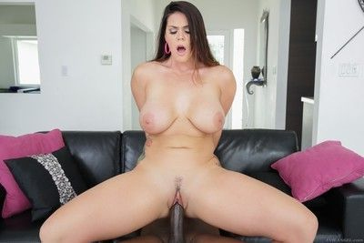 Impossibly voluptuous alison tyler poses in the sun, shaking her big, soft ass a